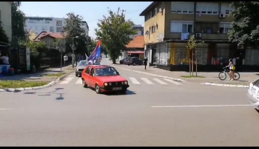 """Kolona opozicije sa """"golfom 2"""" kroz Banjaluku"""