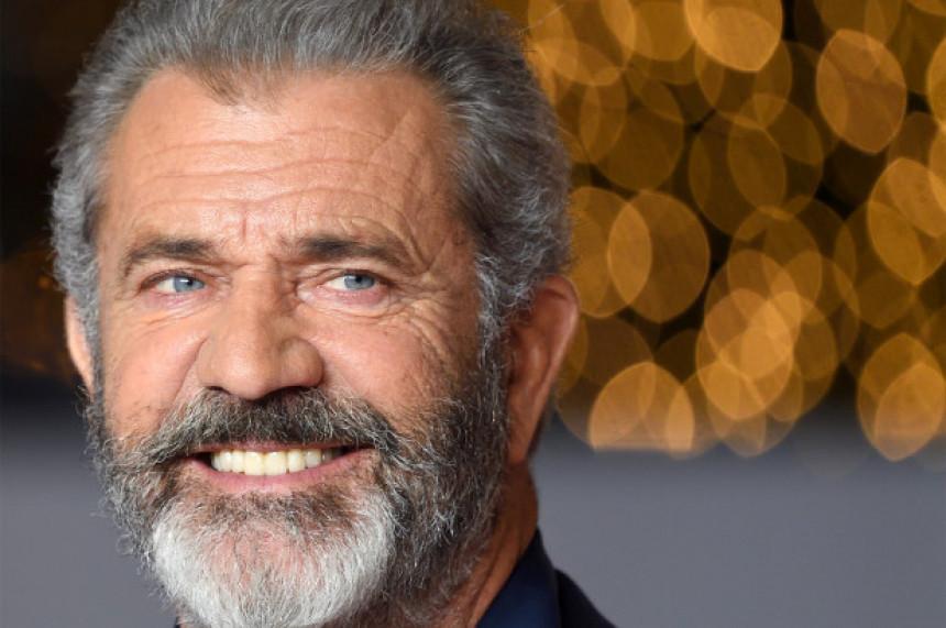 Mel Gibson krio da je pozitivan na virus korona