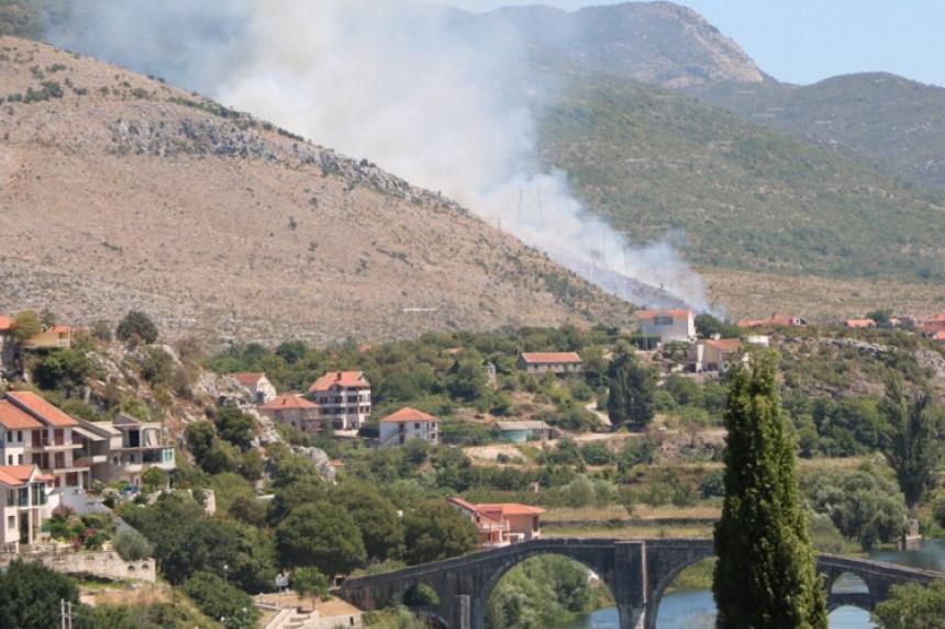 Izbio požar na izlazu iz Trebinja