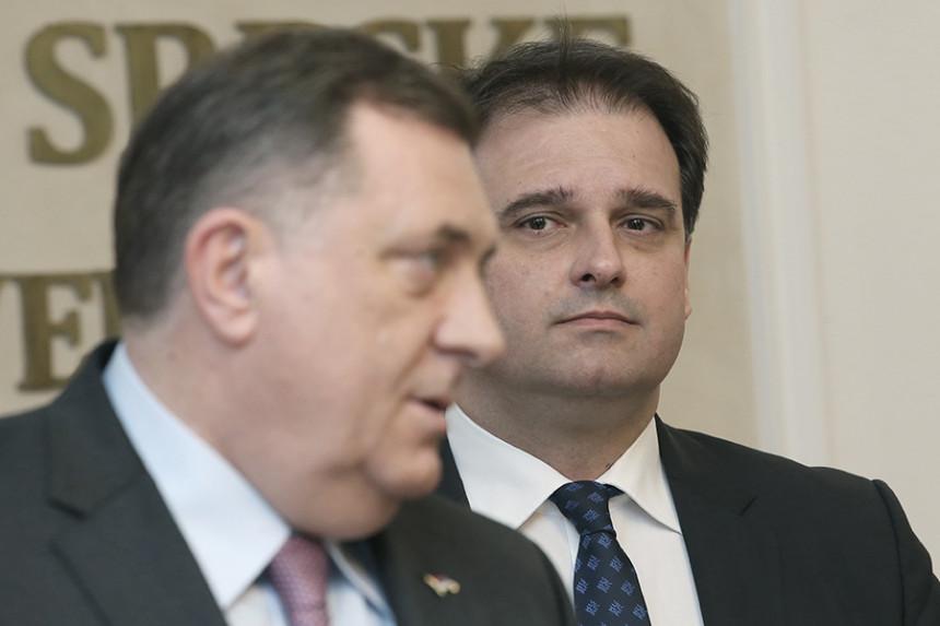 """""""Dodik ucijenjen da pravi ustupke svojim mentorima"""""""