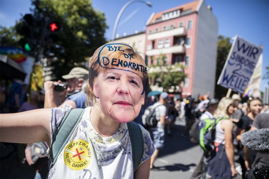 Berlin na nogama: Hiljade ljudi reklo NE mjerama