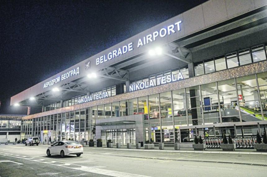 Beba požurila: Porodila se na aerodromu