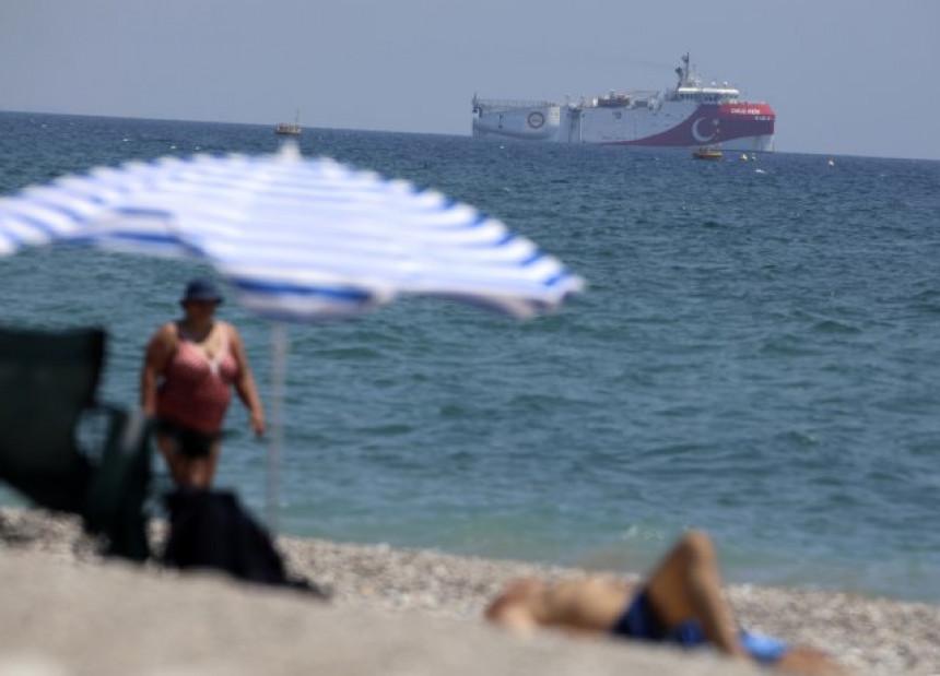 """Paprene kazne: Grčka policija """"češljala"""" ostrva"""