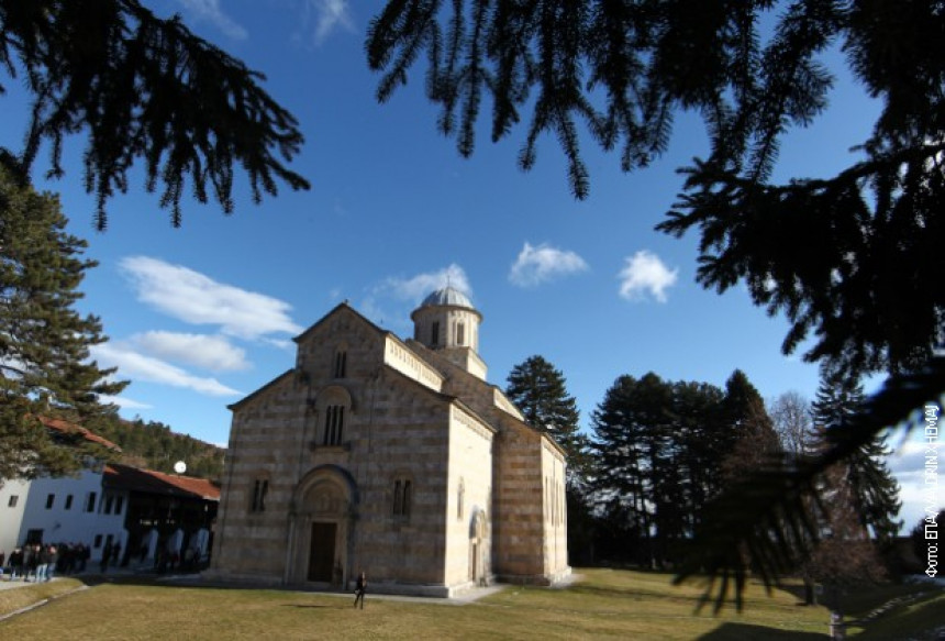 Unesko da reaguje i zaštiti manastir Visoki Dečani