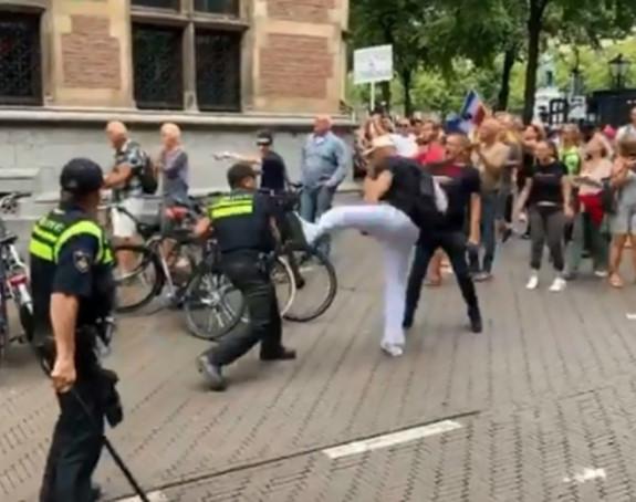 Hag: Haos policije i građana na protestu zbog korone