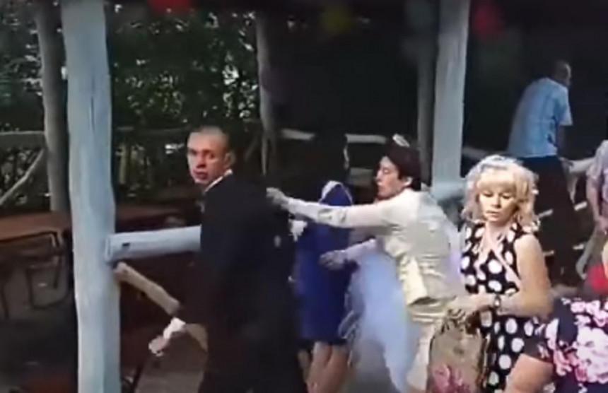 Nezapamćena tuča na svadbi, prije se čupale za kosu
