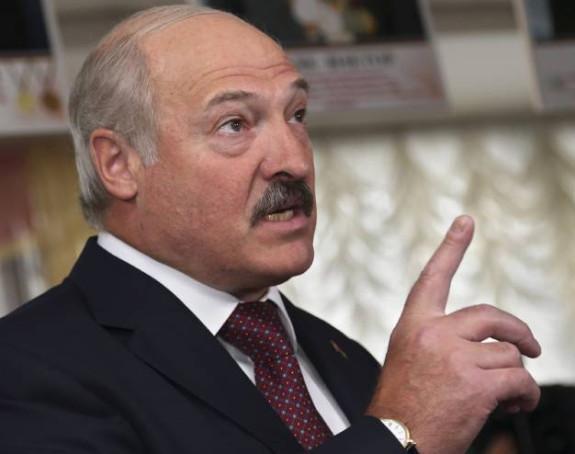 Lukašenko stigao naoružan pred rezidenciju
