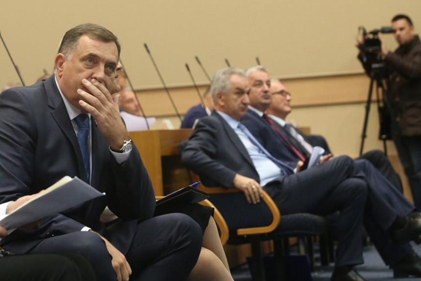 Šarović: Dodik zaboravio da kaže Vučiću da su on i njegov SNSD učestvovali u prenosu nadležnosti