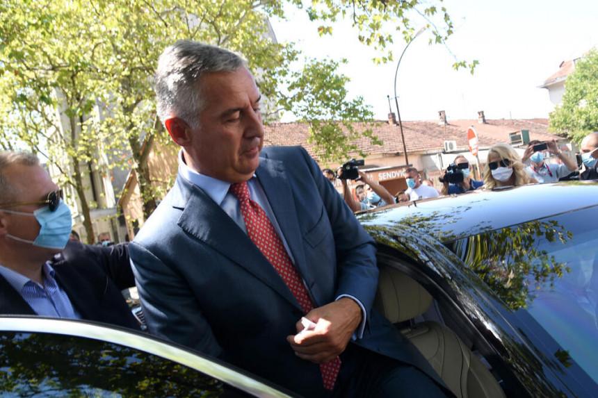 Đukanović može da odugovlači prenos vlasti do januara