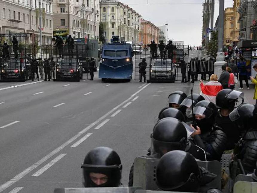 Upotrijebljen biber sprej blizu kordona policije