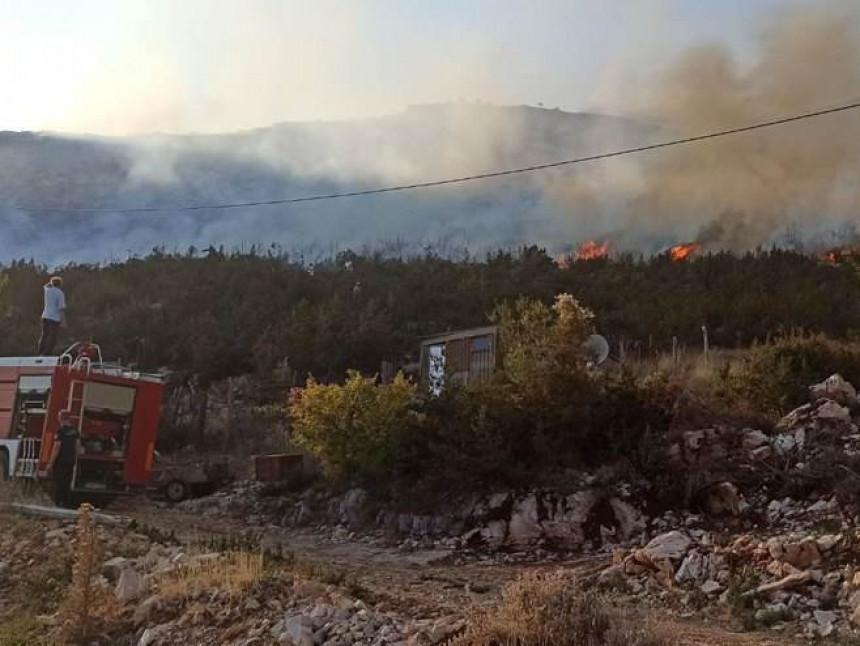 Trebinje: Lokalizovan požar u naselju Zasad