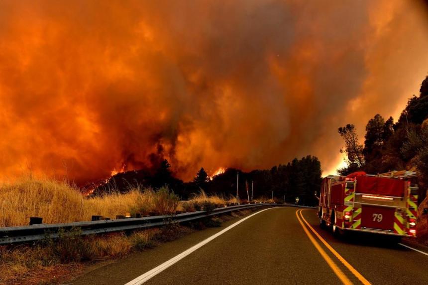 Pakleni požari u SAD, stardalo više od 30 lica