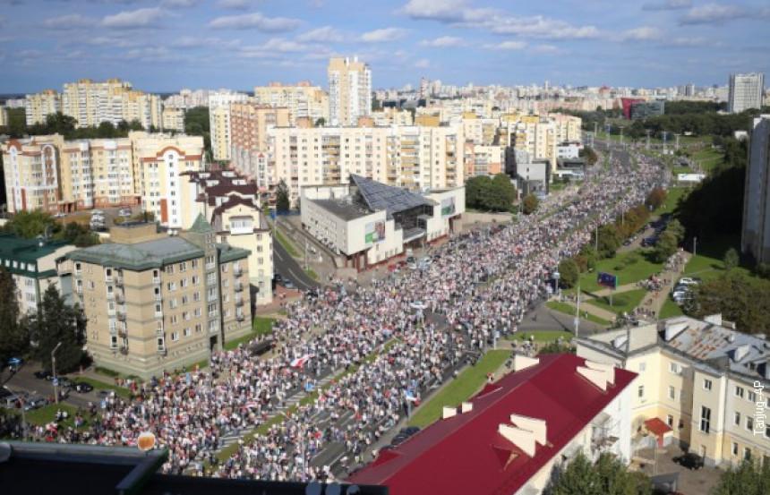Marš ka rezidenciji, privedeno više od 250 ljudi
