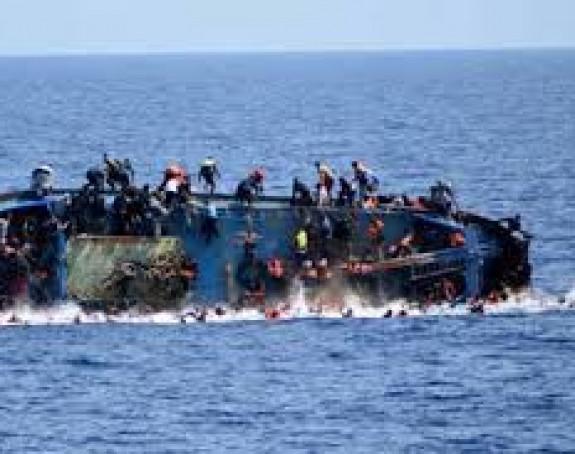 Potonuo brod: Grčke vlasti spasle 30 migranata iz mora