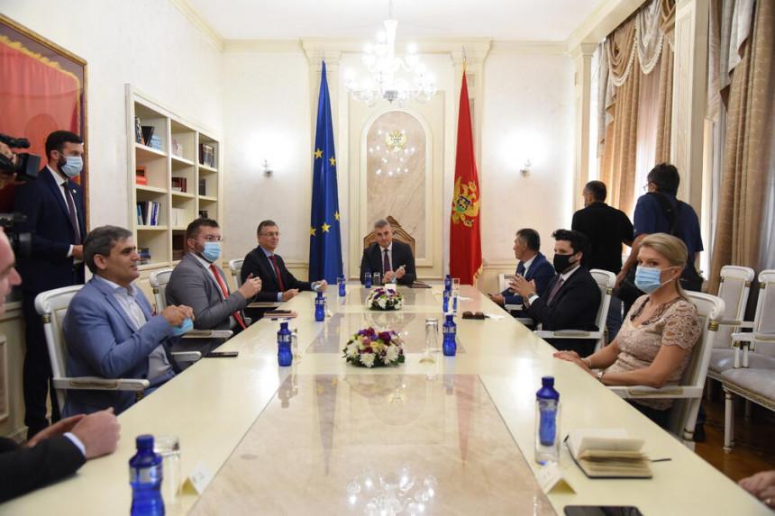 Црна Гора на корак до нове власти, почео састанак