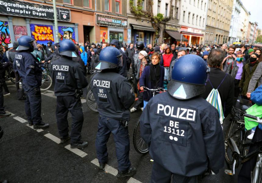 Suspendovani policajci zbog Hitlerovih slika