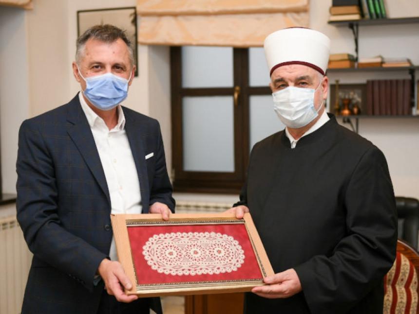 """""""Обновили смо џамије, а уз помоћ Турске обновићемо и Сахат кулу"""""""