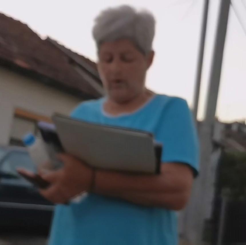 Skupljala glasove za SNSD, a onda šokirana reakcijom javnosti!? (VIDEO)