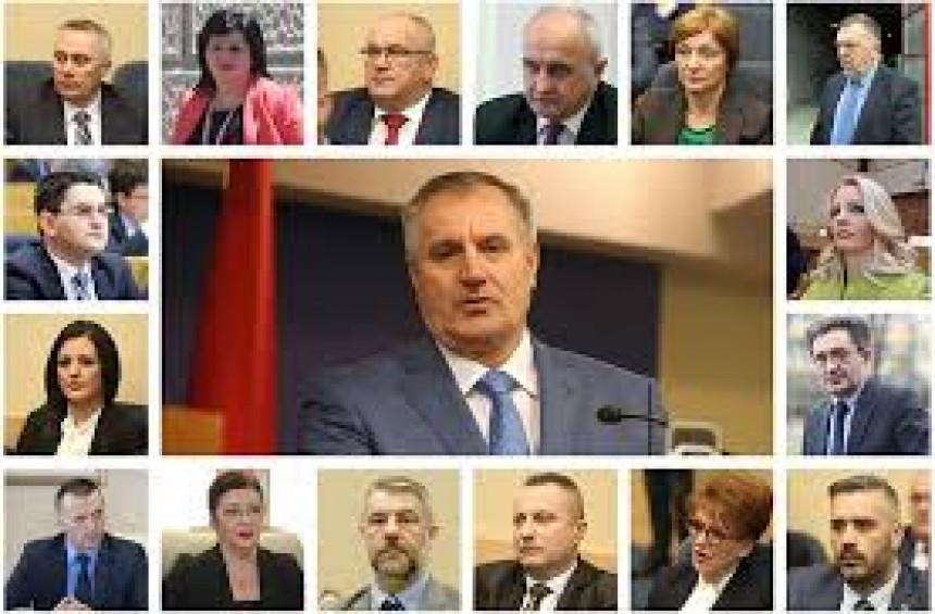 Нешто се дешава у Влади: Министри потписали заједничку изјаву о подршци Вишковићу