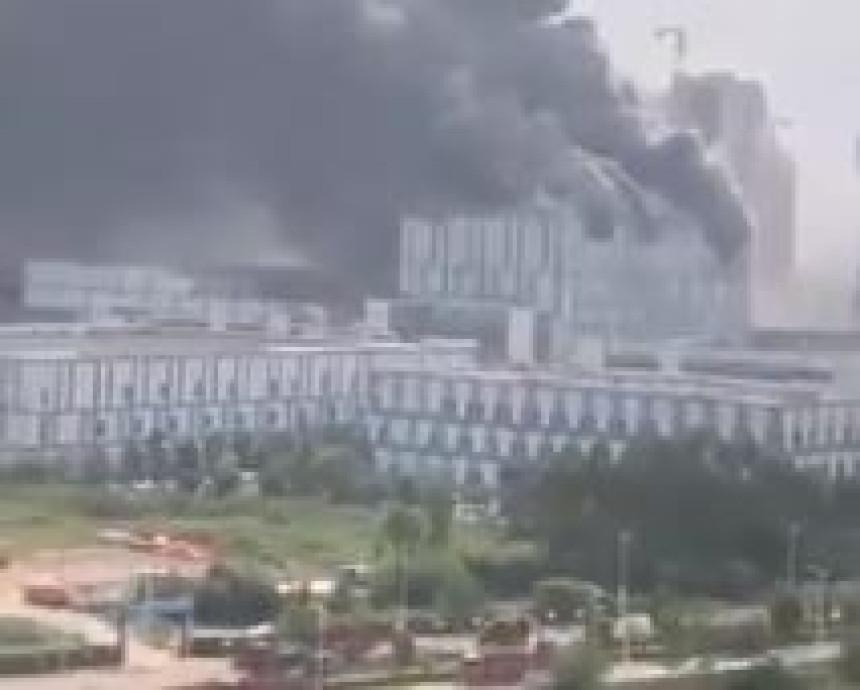 Велики пожар избио у лабораторији Хуавеја у Кини (ВИДЕО)