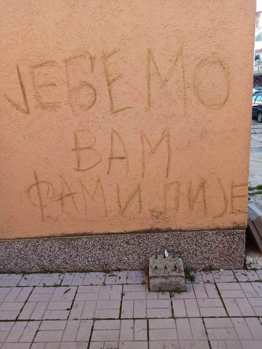 Непримјерена порука осванула на згради општине Гацко
