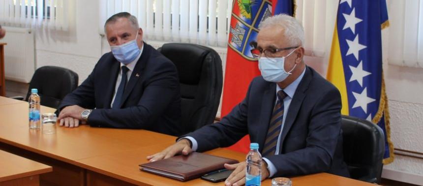 Premijer Višković vodio Radovana u Rogaticu