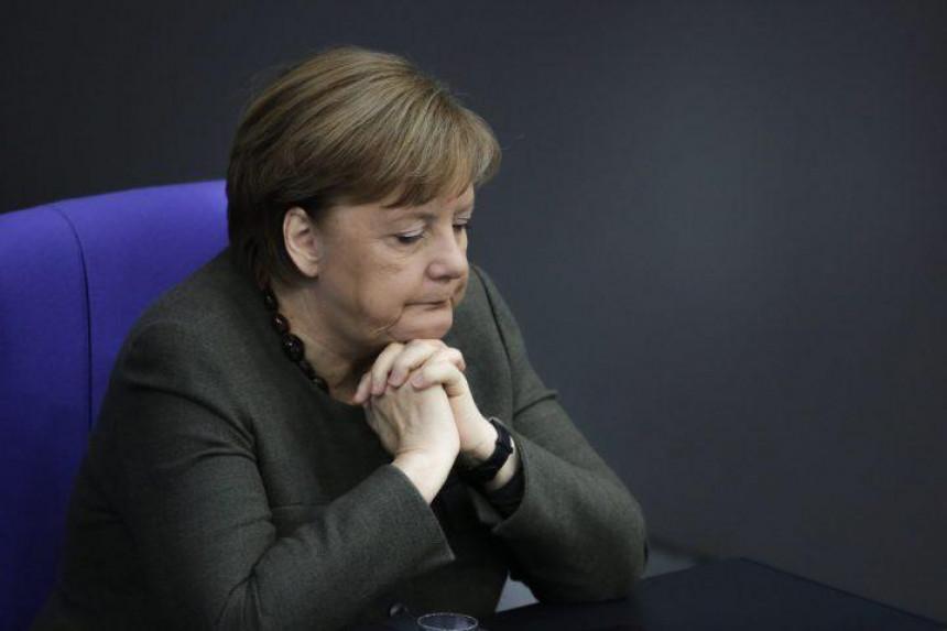 Ministar zdravlja zaražen, Merkelova ne mora u karantin