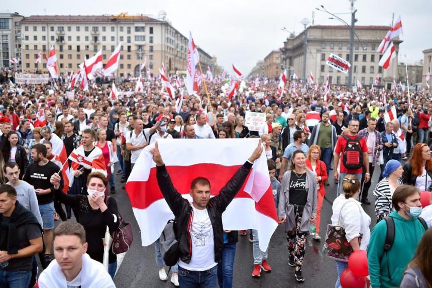 Протест у Минску: Приведено више од 200 људи