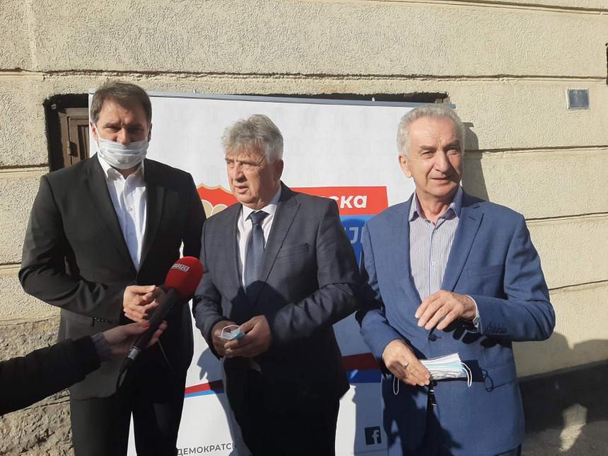 Караџић показао како се на прави начин води општина