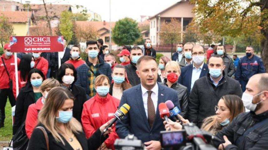 SNSD Bijeljina i danas u kampanji, mole za Mićića?!
