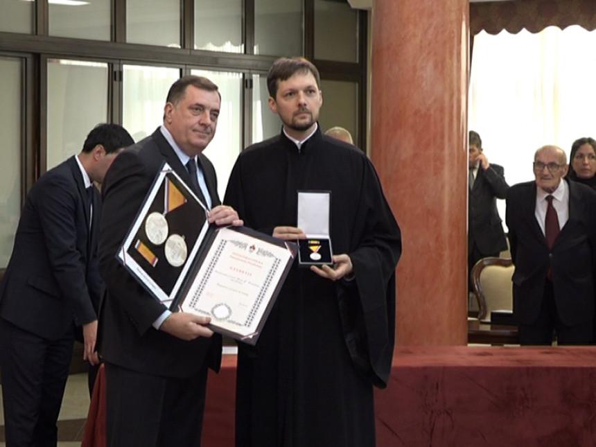 Sveštenik iz Bijeljine dobio 15.000 KM za podsticaj sela?!