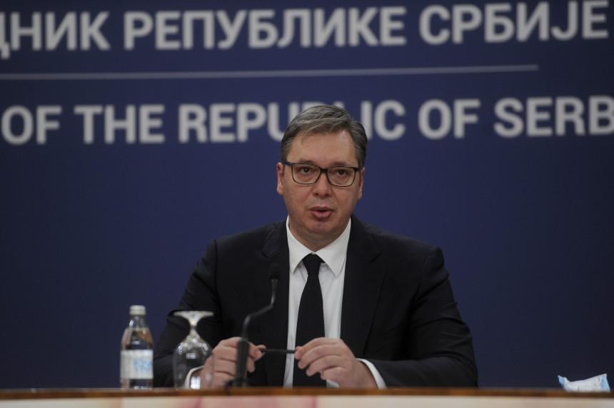 Vučić prvi put od 2013. u Podgorici- prisustvuje sahrani