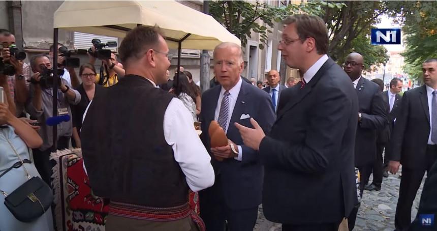 Kako je Vučić kupio opanke Bajdenu predsjedniku SAD