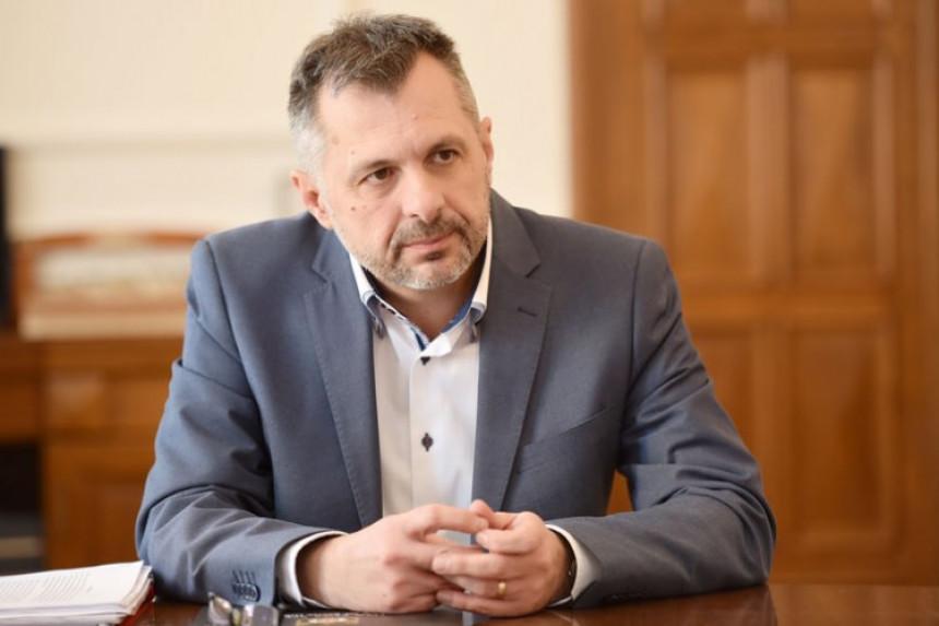 Радојичић признао пораз, честитка Станивуковићу