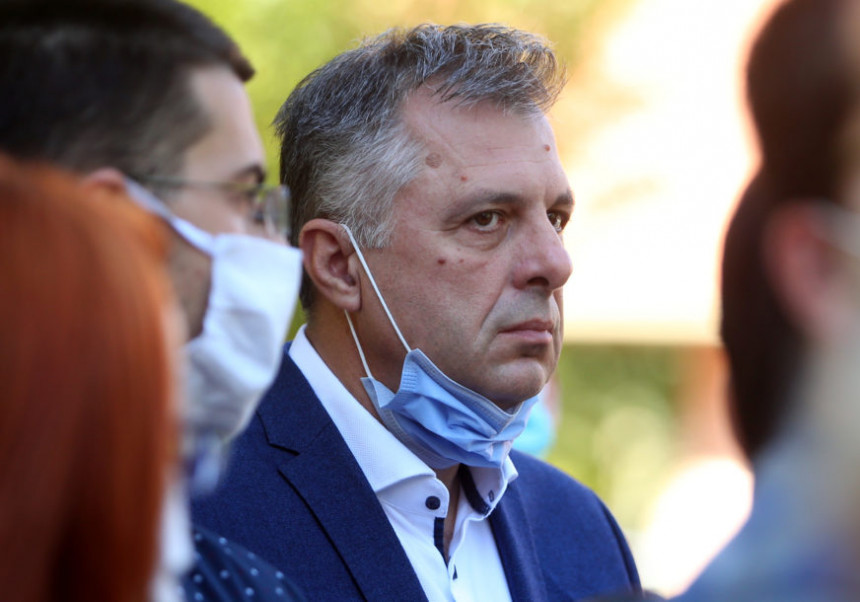 Игор Радојичић хоспитализован у УКЦ због короне