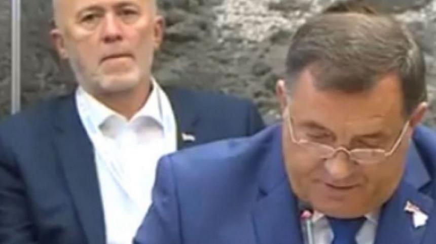 Dodikov savjetnik za medije Pero Simić demolirao Mićića i Radojičića