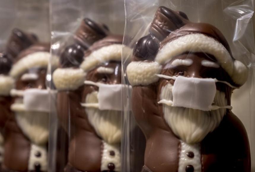 """""""Deda Mraze, drži distancu, peri ruke i nosi masku"""""""