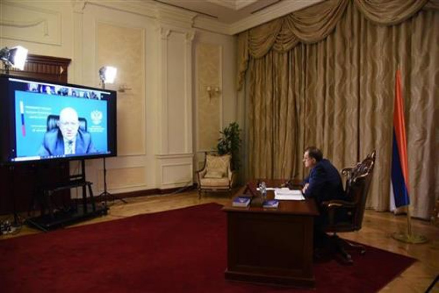 Амбасадори осудили Додиков вербални напад на Инцка
