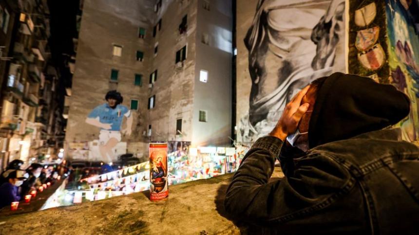 Od jednog čovjeka se krije da je Maradona umro