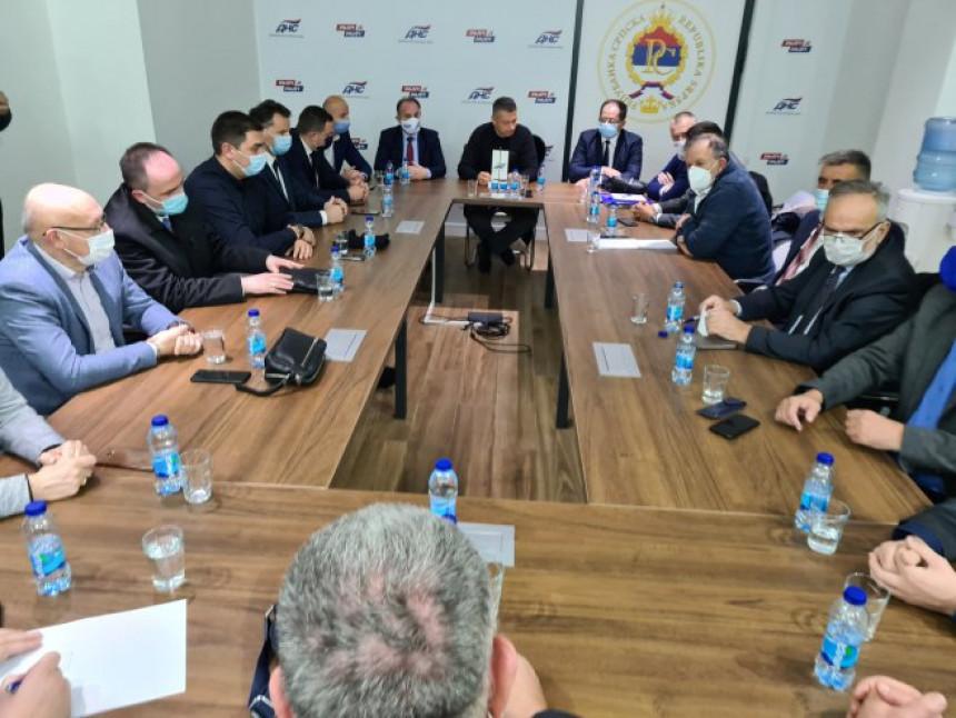 DNS razmišlja o novoj skupštinskoj većini u Srpskoj