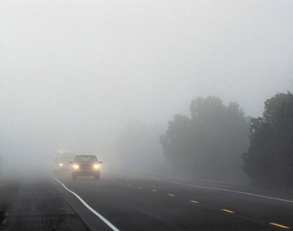 Vozačima se savjetuje oprez, magla prekrila kolovoze