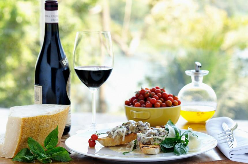 Živite život uz više ribe, voća i povrća i malo vina