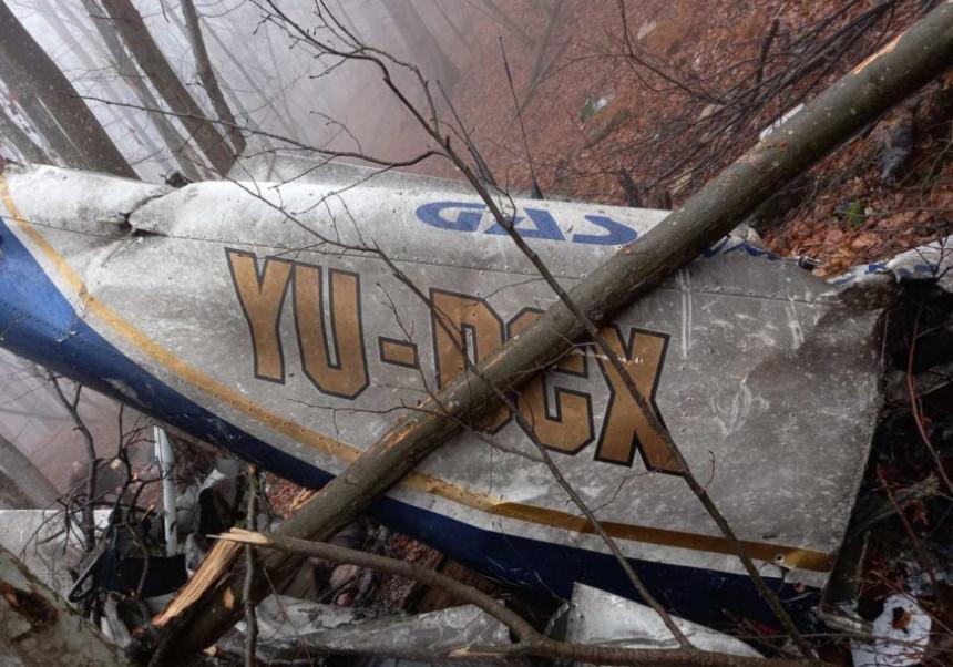 Izvučena tijela poginulih u avionu na Kozari