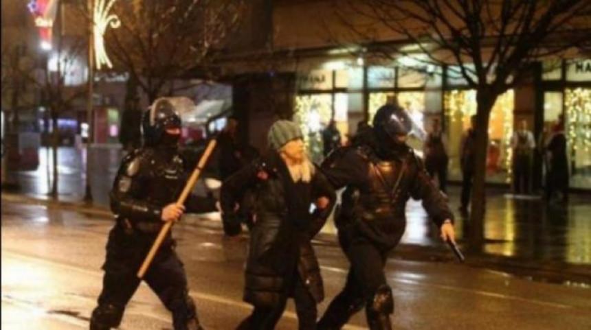 Lukač da podnese ostavku, policija grubo kršila osnovna ljudska prava