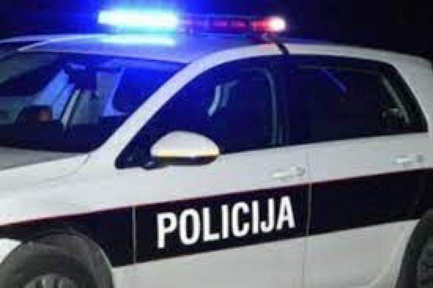 Повријеђена два лица у судару три возила код Травника