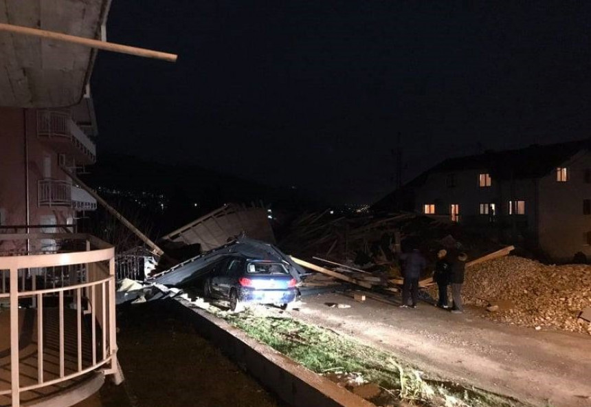 На породичну кућу вјетар срушио кров са стамбене зграде