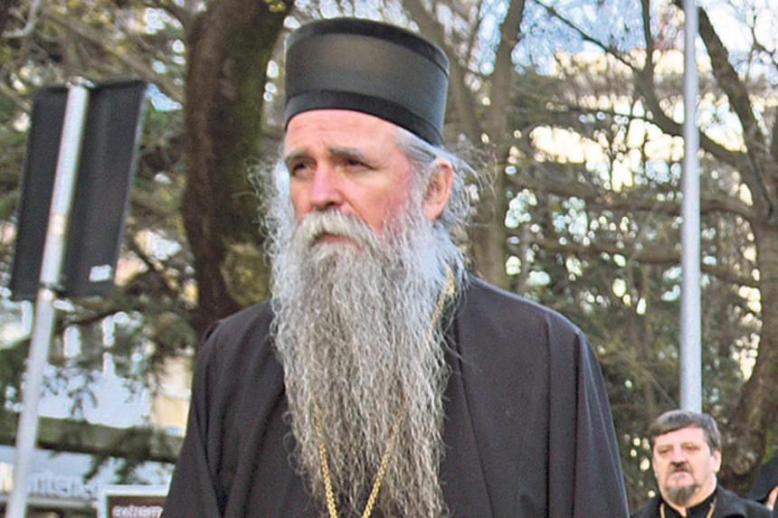 Mnogi žele da se domognu Cetinjskog manastira
