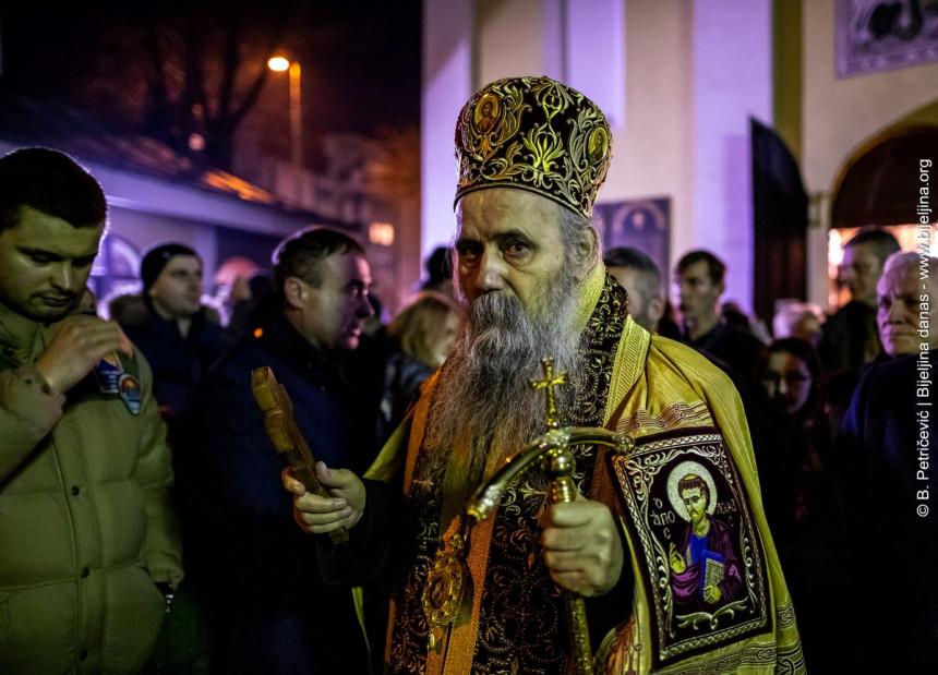 Episkop Fotije služi Božićni uranak u Sabornom hramu u Bijeljini