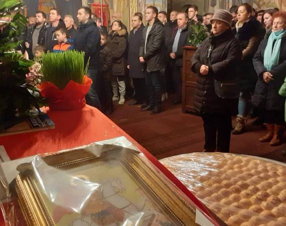 Šamac: Služene liturgije, veliki broj vjernika u hramovima
