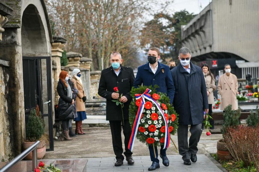 Položen vijenac na spomenik palim borcima VRS